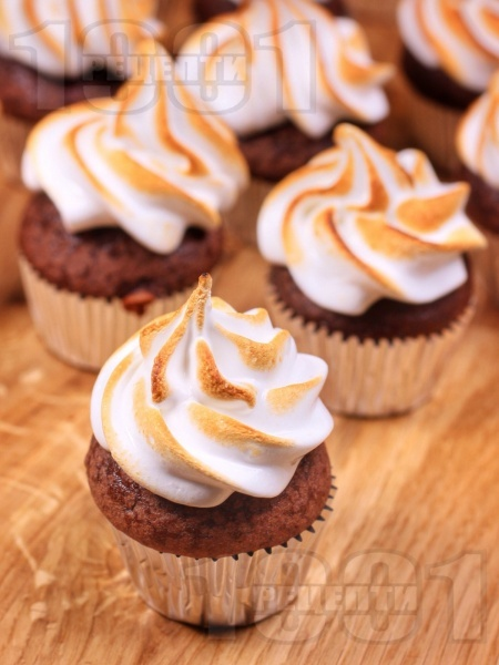 Шоколадови мини мъфини с обгорена целувчена глазура - снимка на рецептата